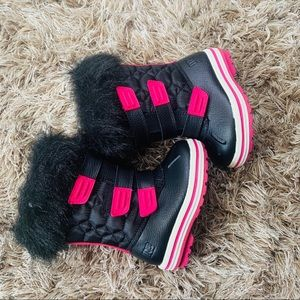NWT Little girl boots with a fur very warm